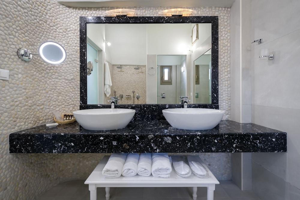호텔 제피로스(Hotel Zephyros) Hotel Image 54 - Bathroom Sink
