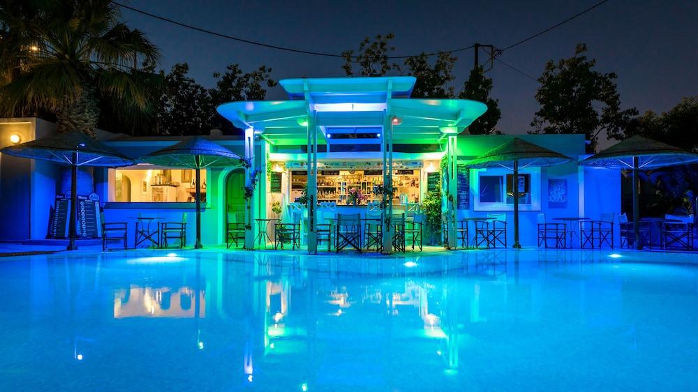호텔 제피로스(Hotel Zephyros) Hotel Image 78 - Poolside Bar