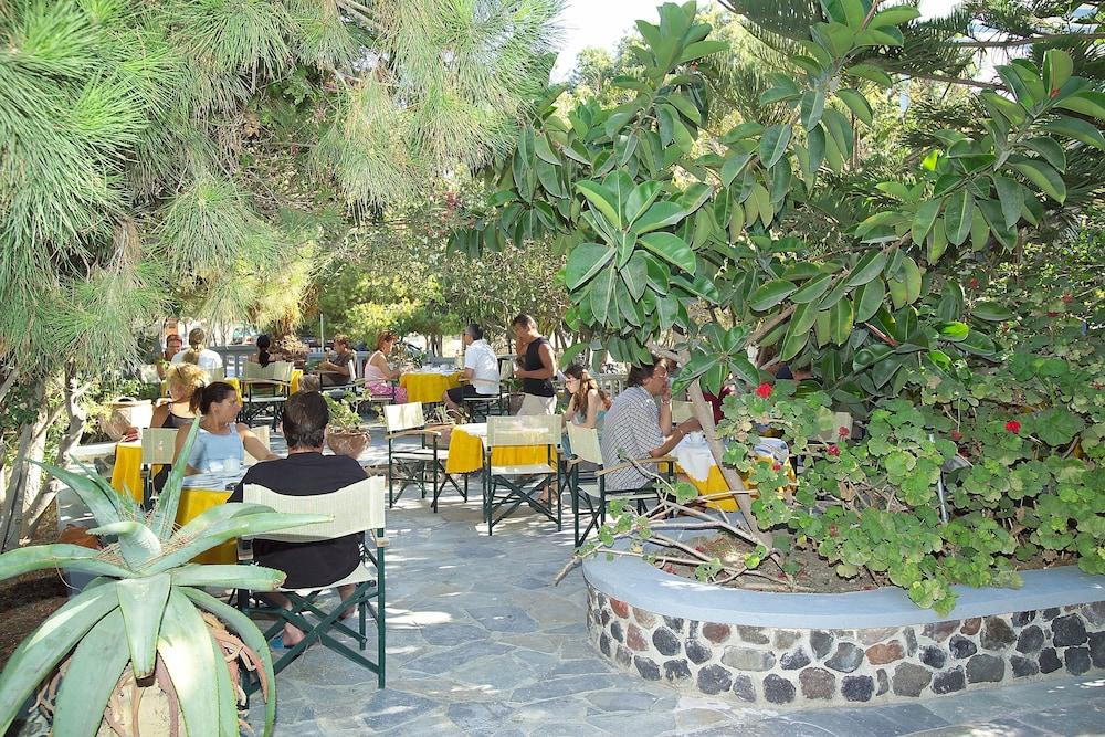 호텔 제피로스(Hotel Zephyros) Hotel Image 81 - Outdoor Dining