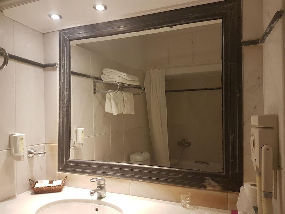 헬리오토포스 호텔(Heliotopos Hotel) Hotel Image 28 - Bathroom