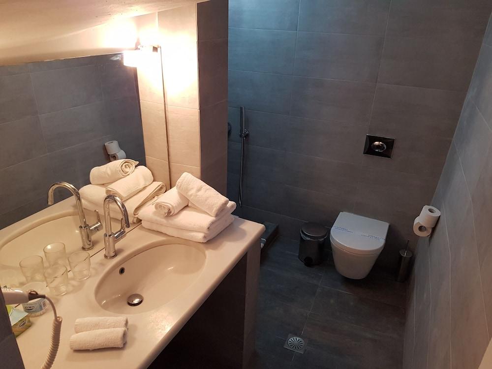 헬리오토포스 호텔(Heliotopos Hotel) Hotel Image 30 - Bathroom