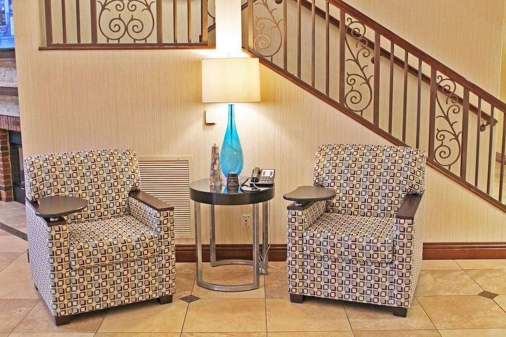 홀리데이 인 익스프레스 호텔 & 스위트 케이프 지라도 I-55(Holiday Inn Express Hotel & Suites Cape Girardeau I-55) Hotel Image 1 - Lobby