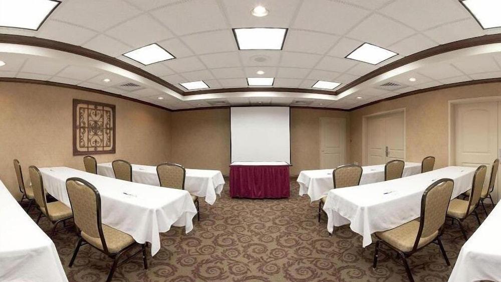 홀리데이 인 익스프레스 호텔 & 스위트 케이프 지라도 I-55(Holiday Inn Express Hotel & Suites Cape Girardeau I-55) Hotel Image 29 - Meeting Facility