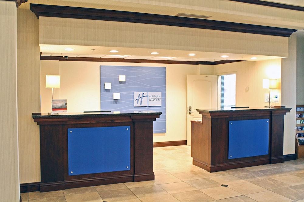 홀리데이 인 익스프레스 호텔 & 스위트 케이프 지라도 I-55(Holiday Inn Express Hotel & Suites Cape Girardeau I-55) Hotel Image 2 - Lobby