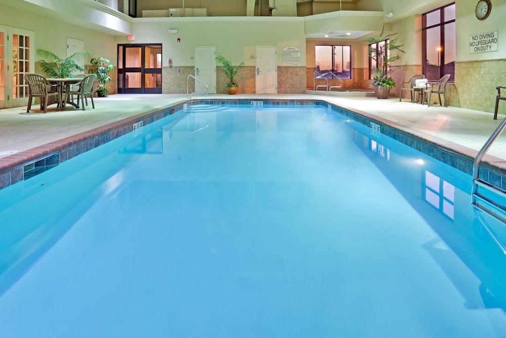 홀리데이 인 익스프레스 호텔 & 스위트 케이프 지라도 I-55(Holiday Inn Express Hotel & Suites Cape Girardeau I-55) Hotel Image 6 - Pool