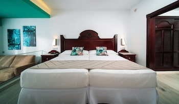 Junior Suite, Oceanfront - Newly Renovated