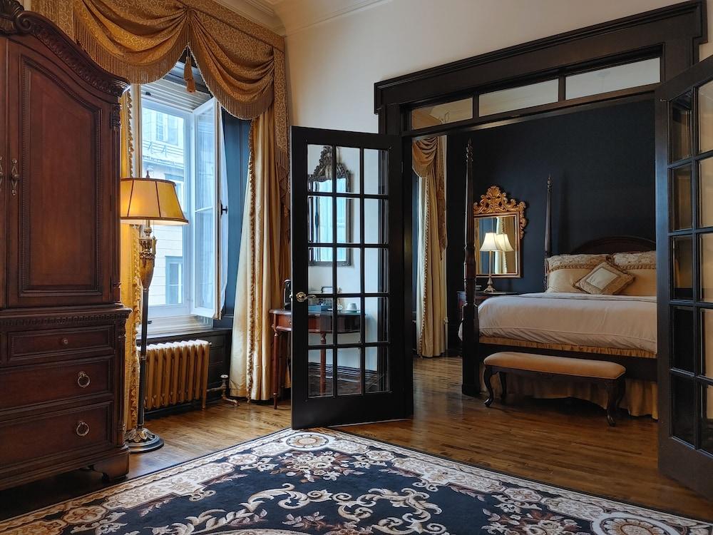 https://i.travelapi.com/hotels/2000000/1290000/1283800/1283753/45e5467f_z.jpg