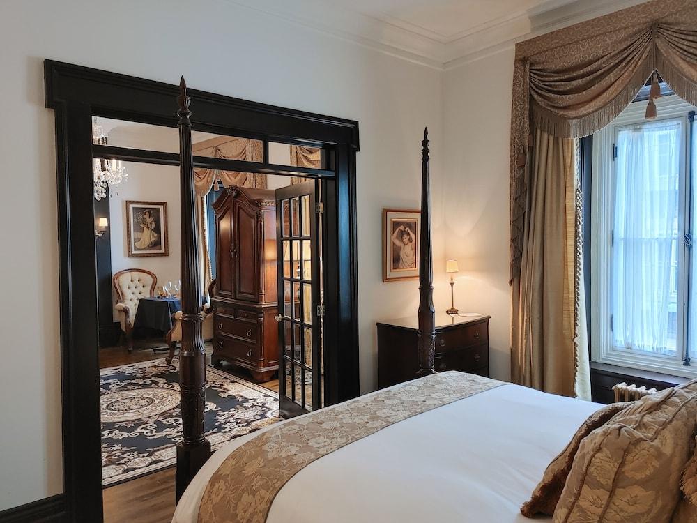 https://i.travelapi.com/hotels/2000000/1290000/1283800/1283753/c3a79a76_z.jpg