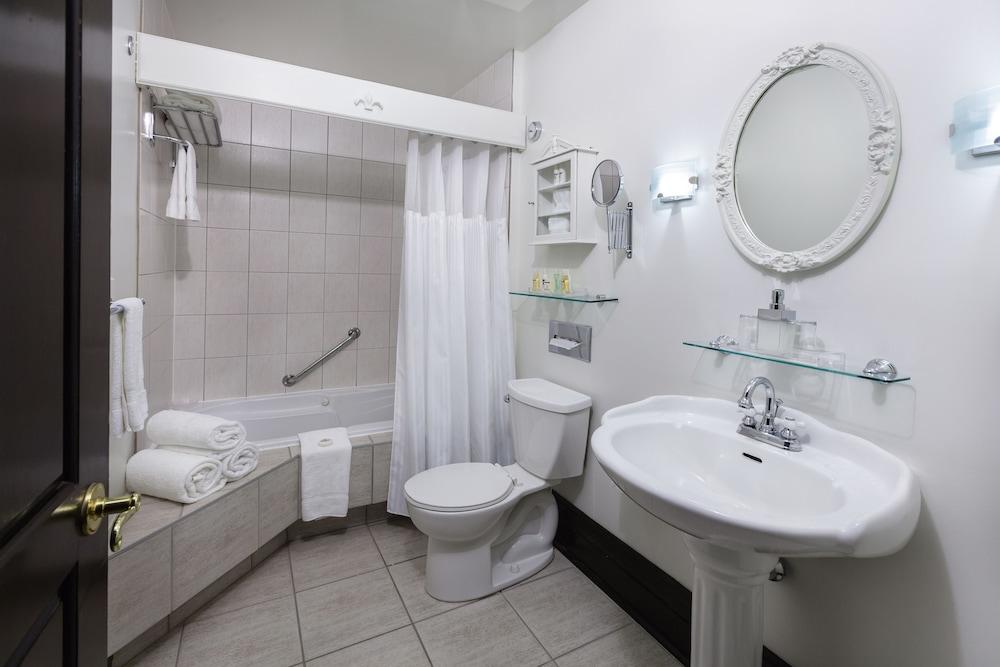 https://i.travelapi.com/hotels/2000000/1290000/1283800/1283753/deae92d4_z.jpg
