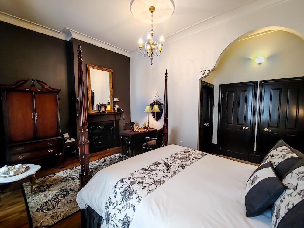 https://i.travelapi.com/hotels/2000000/1290000/1283800/1283753/ef83fa65_z.jpg
