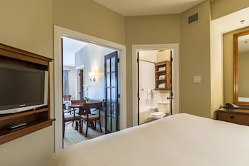 Suite, 3 Bedrooms, Courtyard View