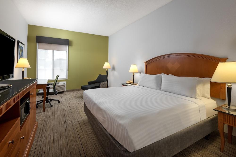 홀리데이 인 익스프레스 개스토니아(Holiday Inn Express Gastonia) Hotel Image 9 - Guestroom