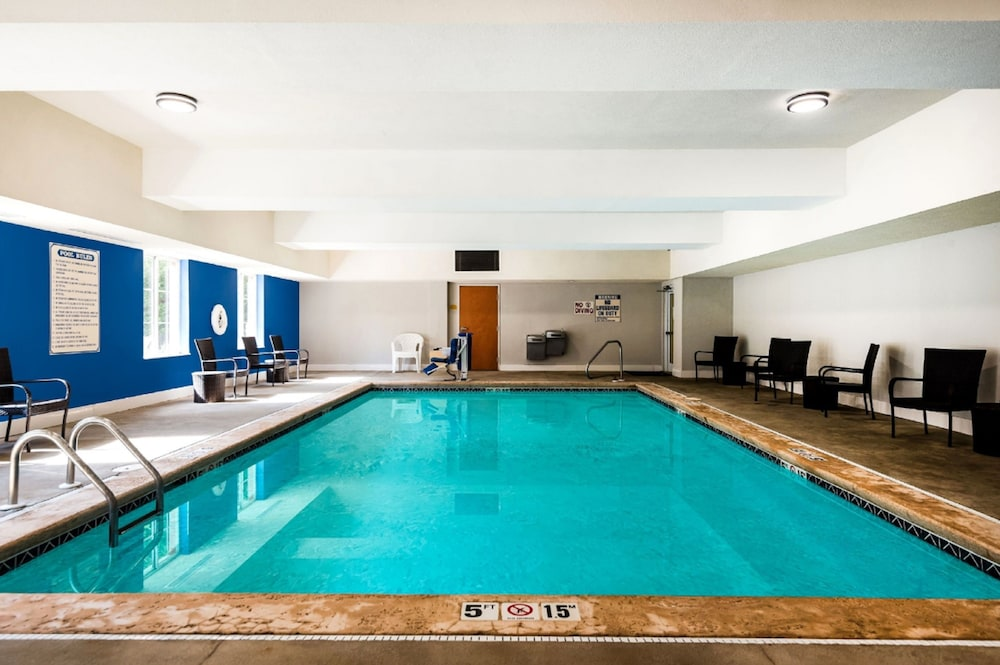 홀리데이 인 익스프레스 개스토니아(Holiday Inn Express Gastonia) Hotel Thumbnail Image 4 - Pool