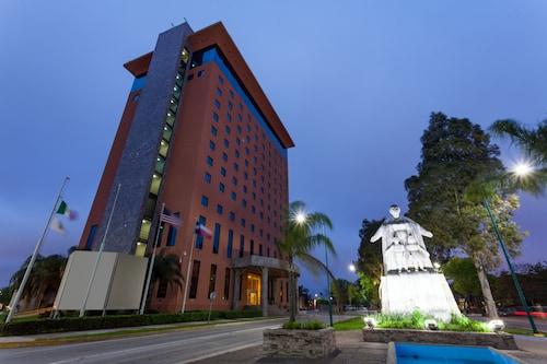 . Best Western Plus Nuevo Laredo Inn & Suites