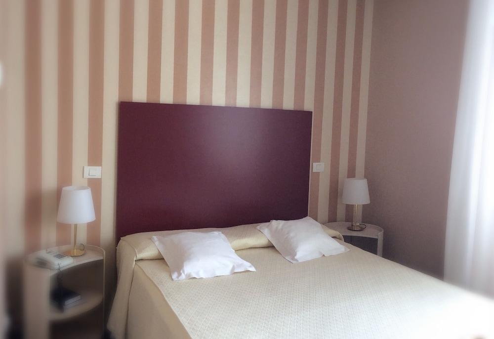호텔 콜롬비아(Hotel Colombia) Hotel Image 4 - Guestroom