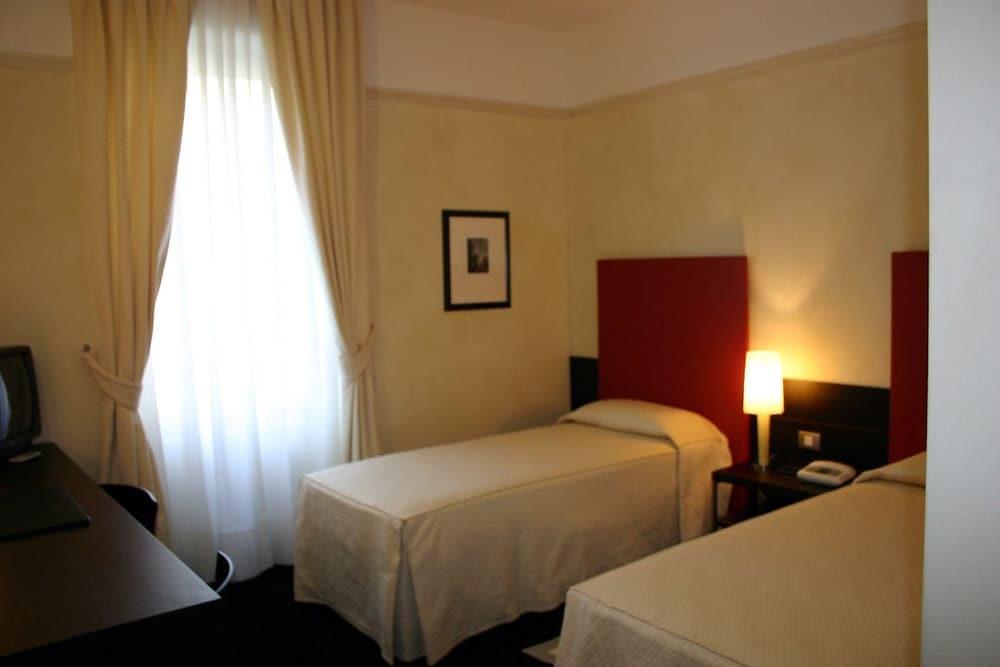 호텔 콜롬비아(Hotel Colombia) Hotel Image 9 - Guestroom