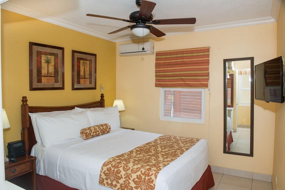 https://i.travelapi.com/hotels/2000000/1290000/1287900/1287831/5443010c_z.jpg