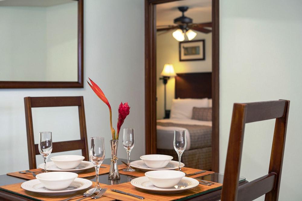 https://i.travelapi.com/hotels/2000000/1290000/1287900/1287831/852ad7bc_z.jpg