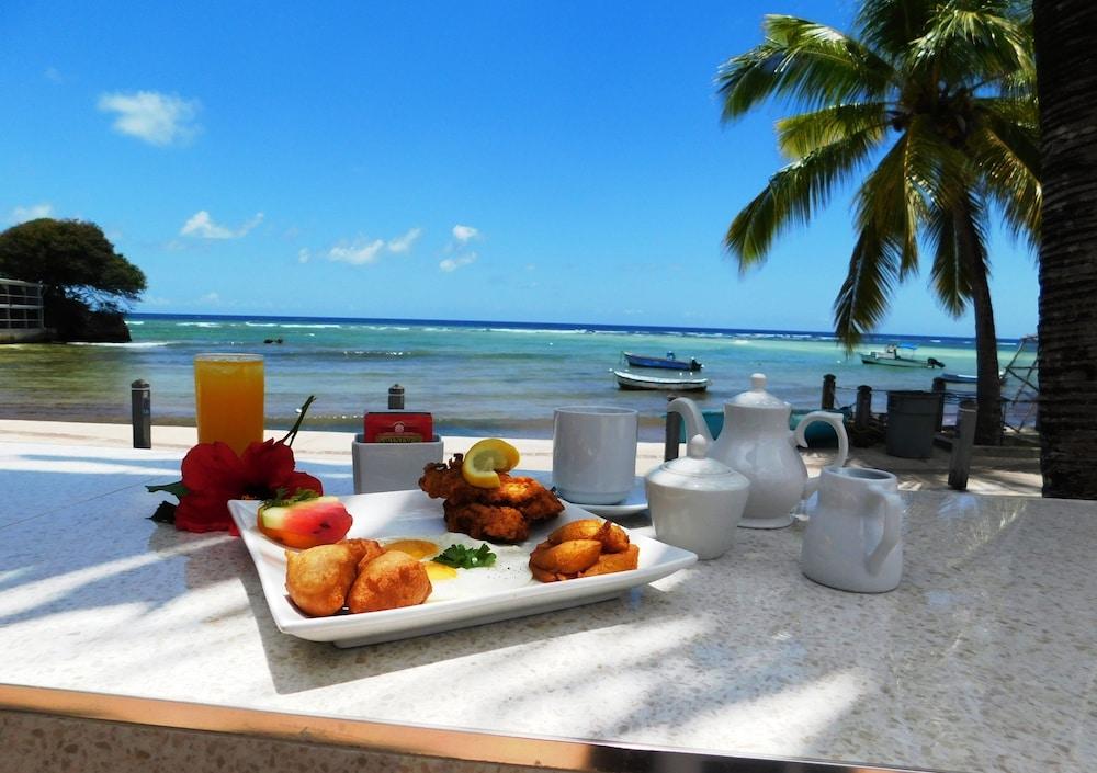 https://i.travelapi.com/hotels/2000000/1290000/1287900/1287831/89879740_z.jpg