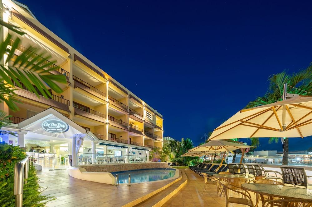 https://i.travelapi.com/hotels/2000000/1290000/1287900/1287831/b28104cf_z.jpg