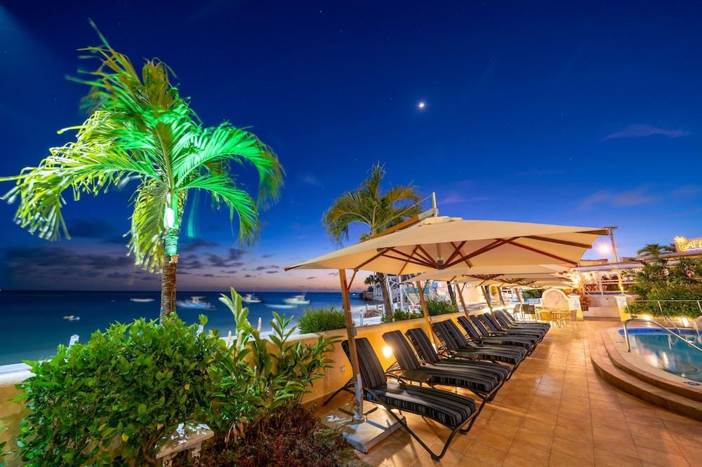 https://i.travelapi.com/hotels/2000000/1290000/1287900/1287831/c0854235_z.jpg