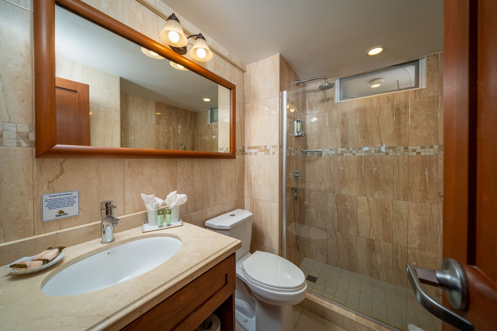 https://i.travelapi.com/hotels/2000000/1290000/1287900/1287831/ca23a94b_z.jpg