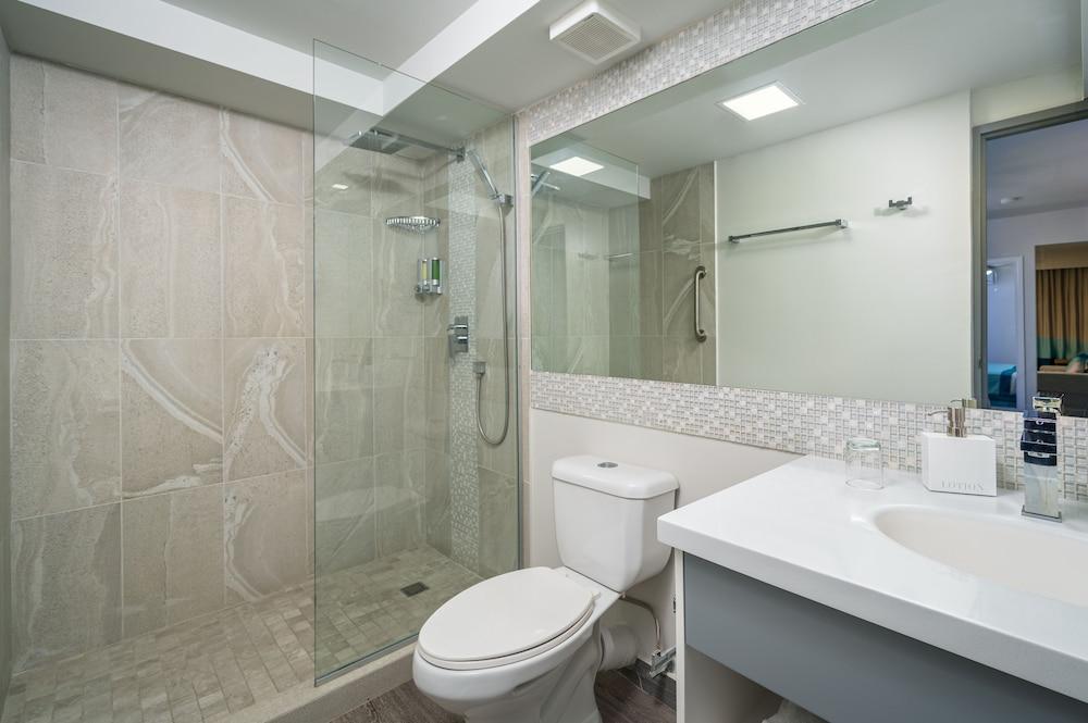 https://i.travelapi.com/hotels/2000000/1290000/1287900/1287834/2b03308d_z.jpg