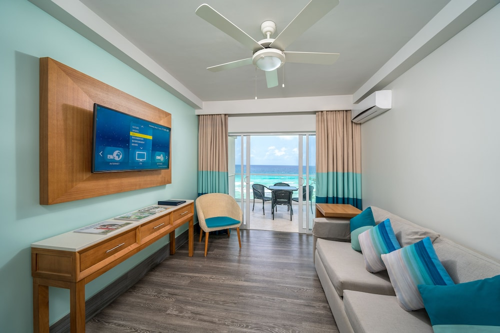 https://i.travelapi.com/hotels/2000000/1290000/1287900/1287834/fa225917_z.jpg