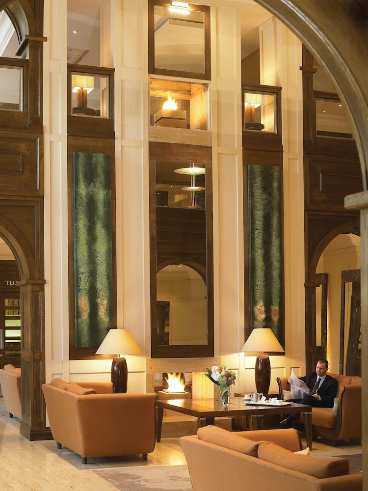 https://i.travelapi.com/hotels/2000000/1290000/1289300/1289255/2c1f210a_z.jpg