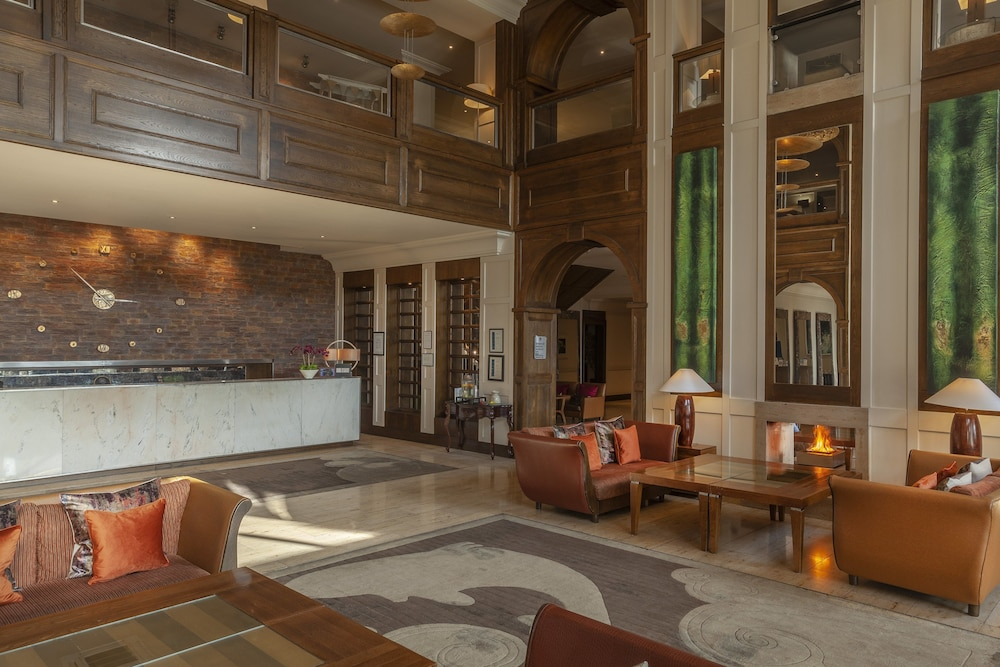 https://i.travelapi.com/hotels/2000000/1290000/1289300/1289255/356e13bd_z.jpg