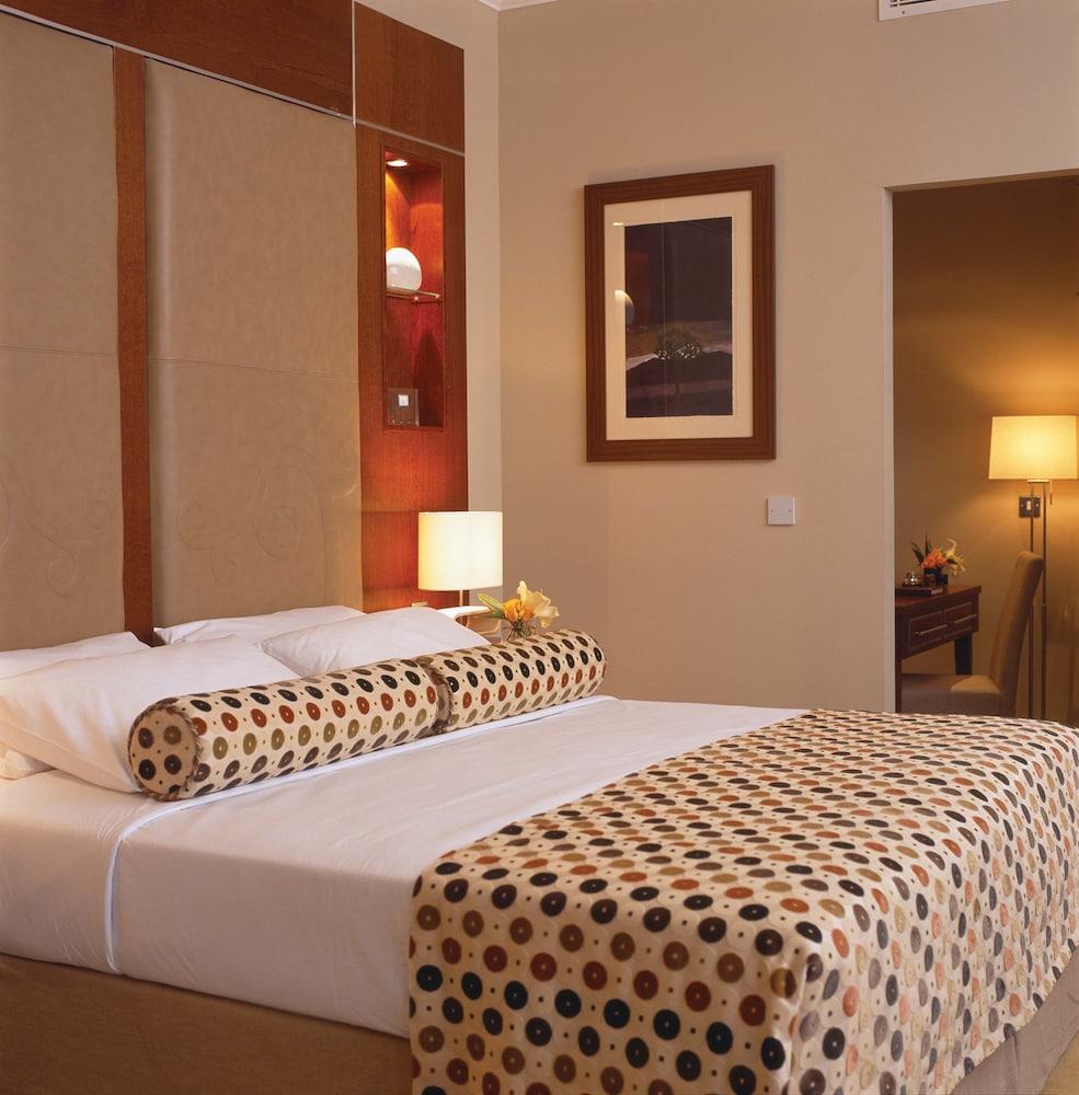 https://i.travelapi.com/hotels/2000000/1290000/1289300/1289255/3829ab58_z.jpg
