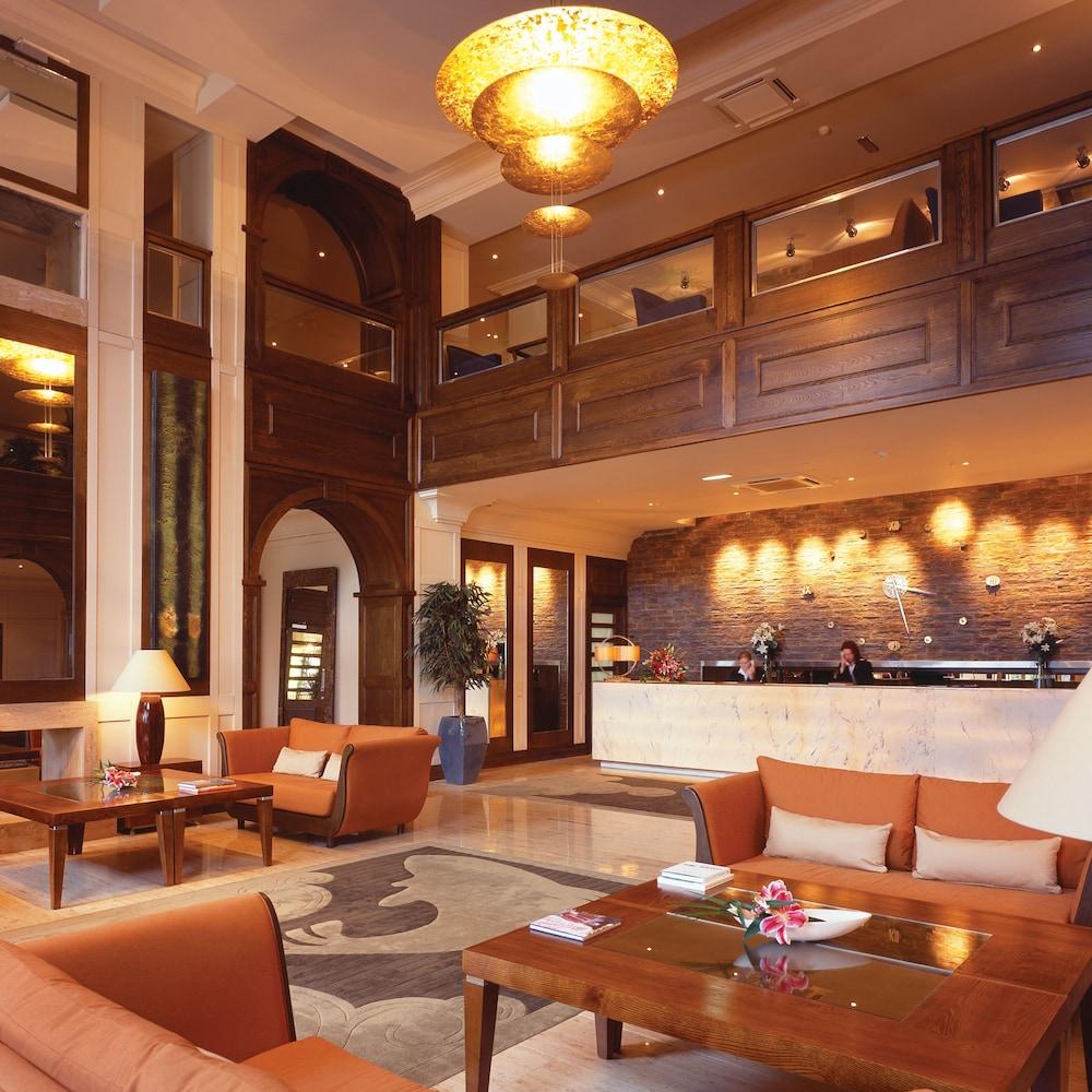 https://i.travelapi.com/hotels/2000000/1290000/1289300/1289255/70739240_z.jpg