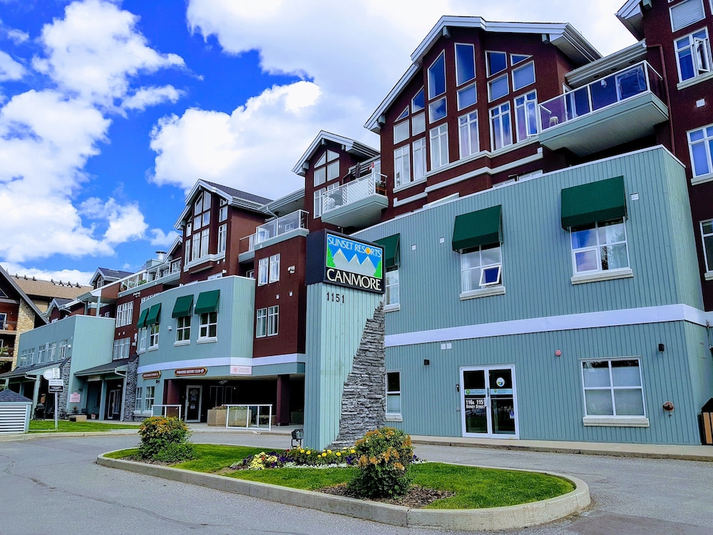 Sunset Resorts Canmore And Spa Qantas Hotels