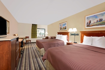 Standard Room, Multiple Beds, Pool View