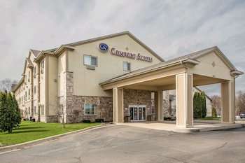 Comfort Suites Lake Geneva East photo
