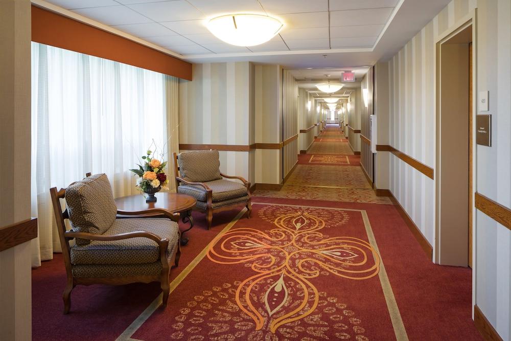 디 인 앳 버지니아 테크 앤드 스켈턴 컨퍼런스 센터(The Inn At Virginia Tech and Skelton Conference Center) Hotel Image 13 - Hallway