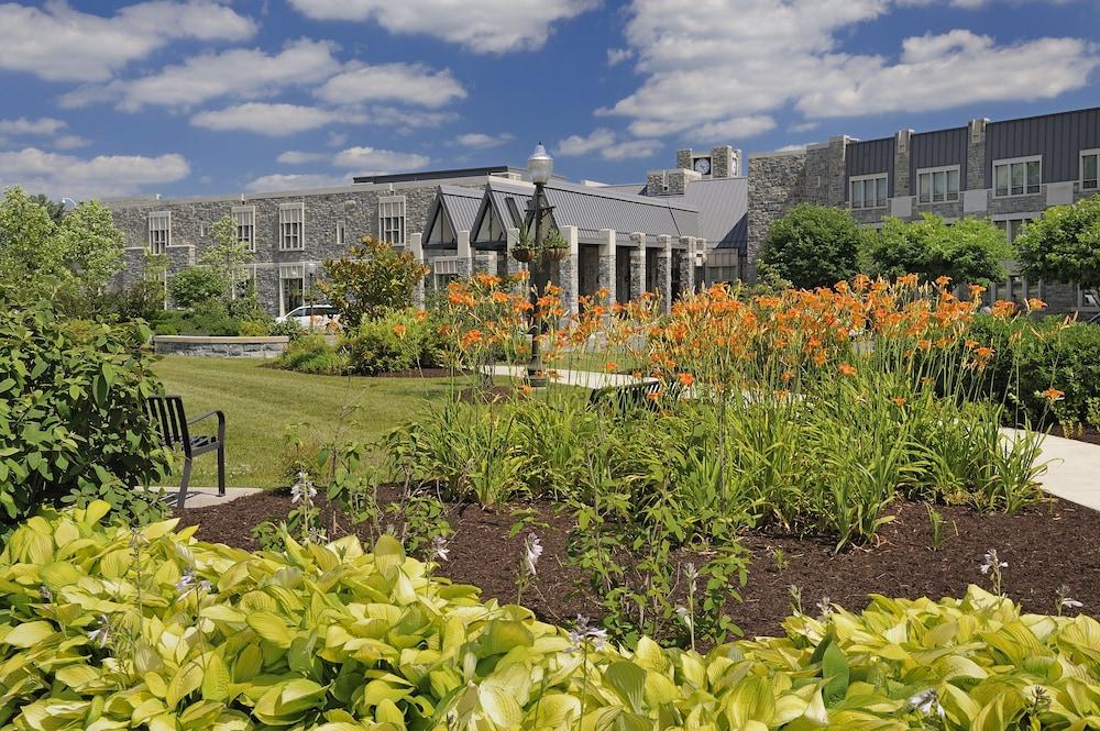 디 인 앳 버지니아 테크 앤드 스켈턴 컨퍼런스 센터(The Inn At Virginia Tech and Skelton Conference Center) Hotel Image 18 - Garden