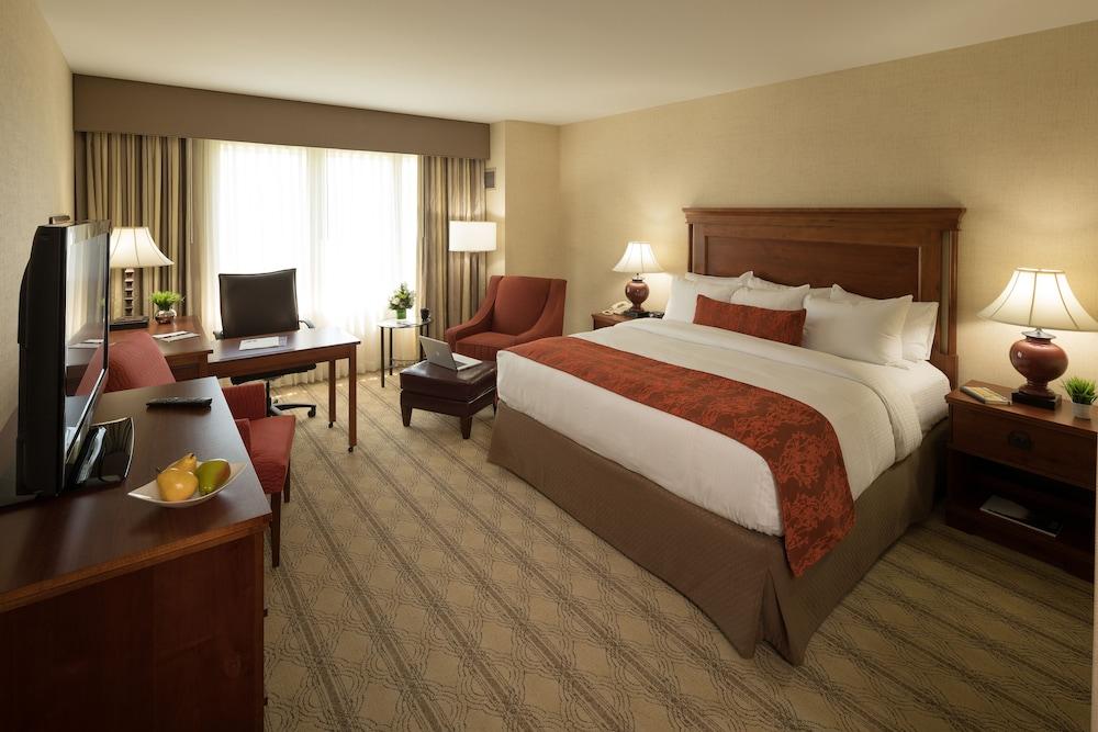 디 인 앳 버지니아 테크 앤드 스켈턴 컨퍼런스 센터(The Inn At Virginia Tech and Skelton Conference Center) Hotel Image 2 - Guestroom