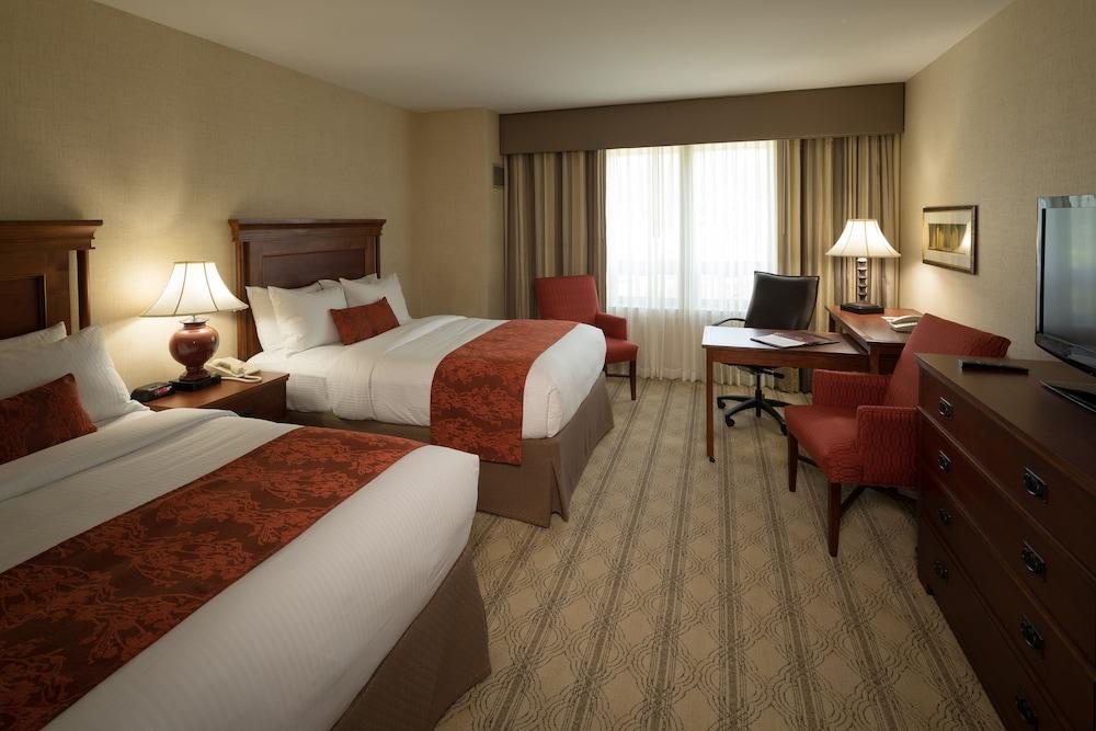 디 인 앳 버지니아 테크 앤드 스켈턴 컨퍼런스 센터(The Inn At Virginia Tech and Skelton Conference Center) Hotel Image 4 - Guestroom