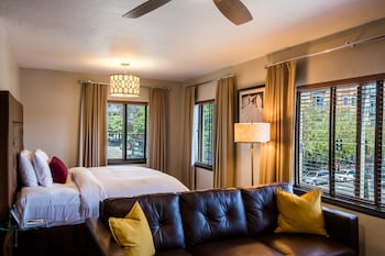 Deluxe King Junior Suite with bay or city views