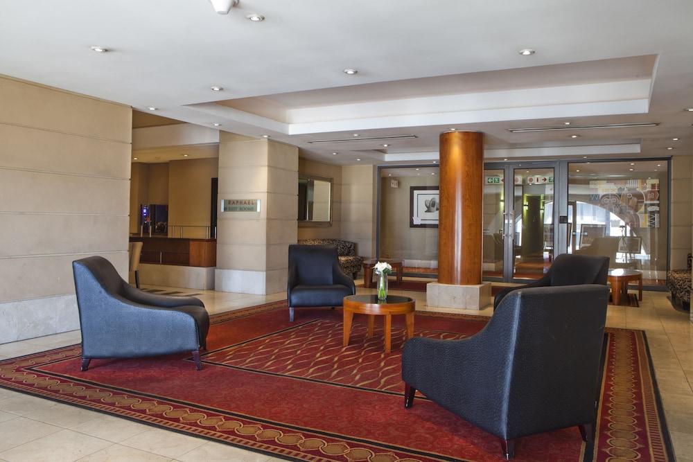 https://i.travelapi.com/hotels/2000000/1320000/1312900/1312842/1e267888_z.jpg