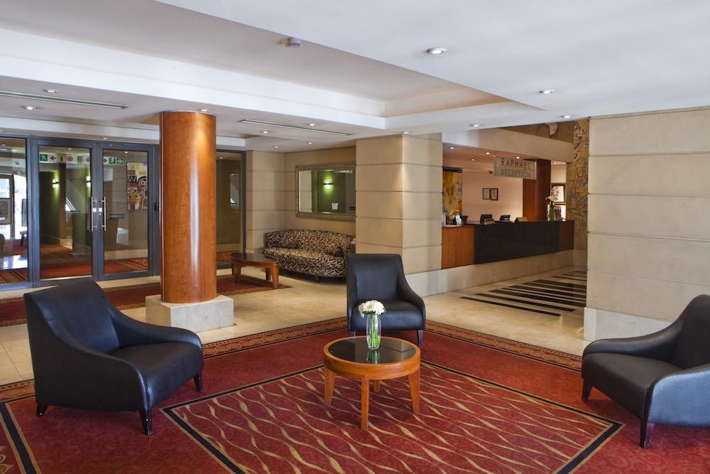 https://i.travelapi.com/hotels/2000000/1320000/1312900/1312842/292e42bb_z.jpg