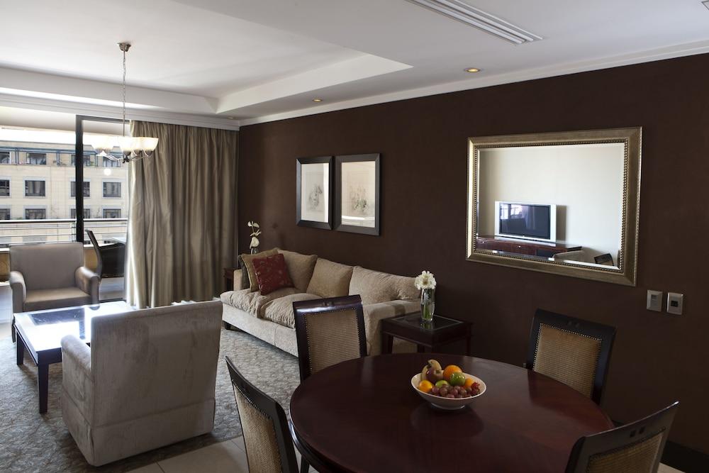 https://i.travelapi.com/hotels/2000000/1320000/1312900/1312842/9157ae78_z.jpg