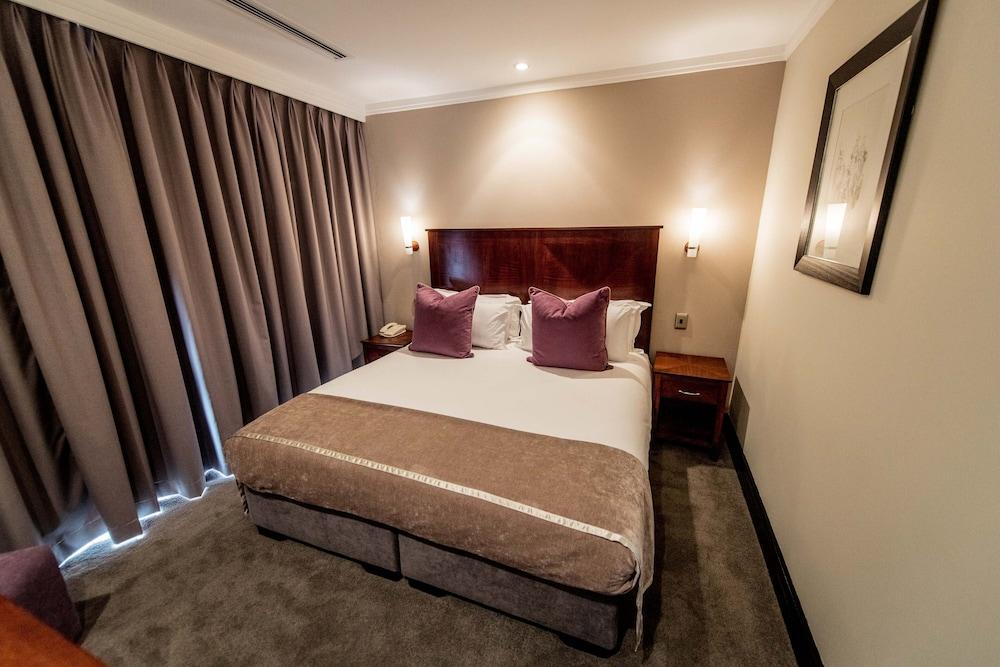 https://i.travelapi.com/hotels/2000000/1320000/1312900/1312842/bcc8ccbf_z.jpg