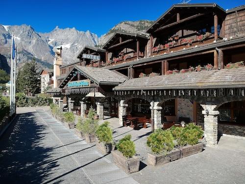 __{offers.Best_flights}__ IH Hotels Courmayeur Mont Blanc Resort