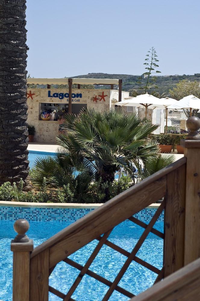 래디슨 블루 리조트 & 스파, 말타 골든 샌즈(Radisson Blu Resort & Spa, Malta Golden Sands) Hotel Image 30 - Outdoor Pool