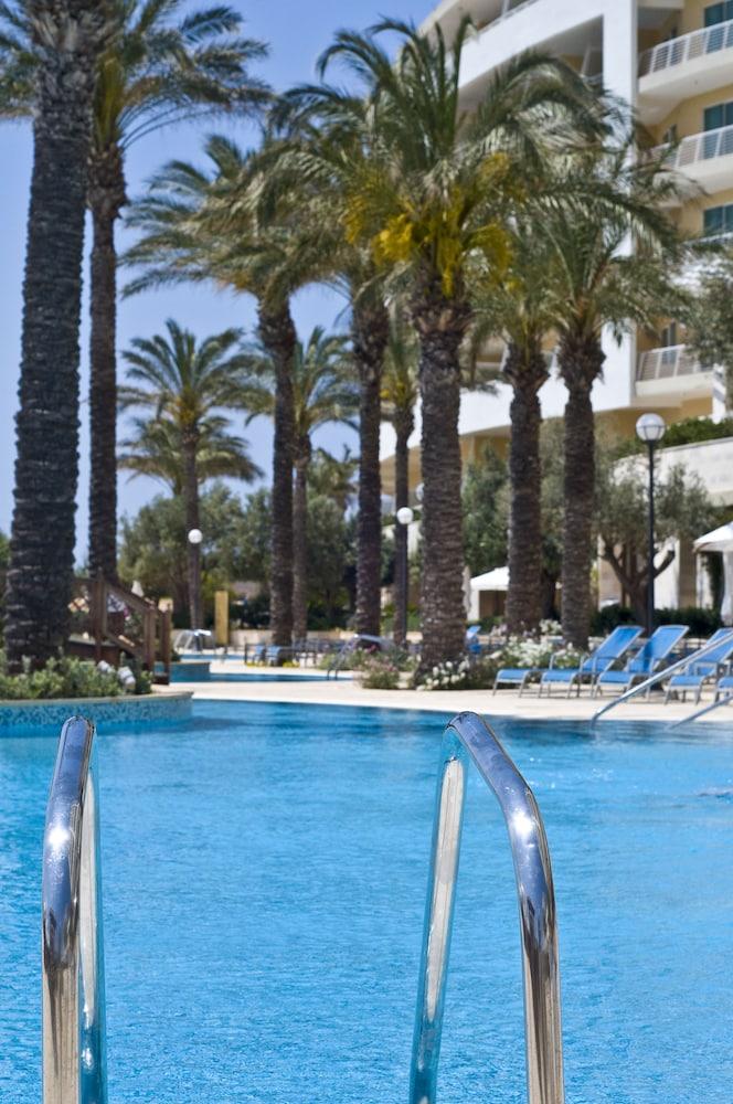 래디슨 블루 리조트 & 스파, 말타 골든 샌즈(Radisson Blu Resort & Spa, Malta Golden Sands) Hotel Image 58 - Outdoor Pool