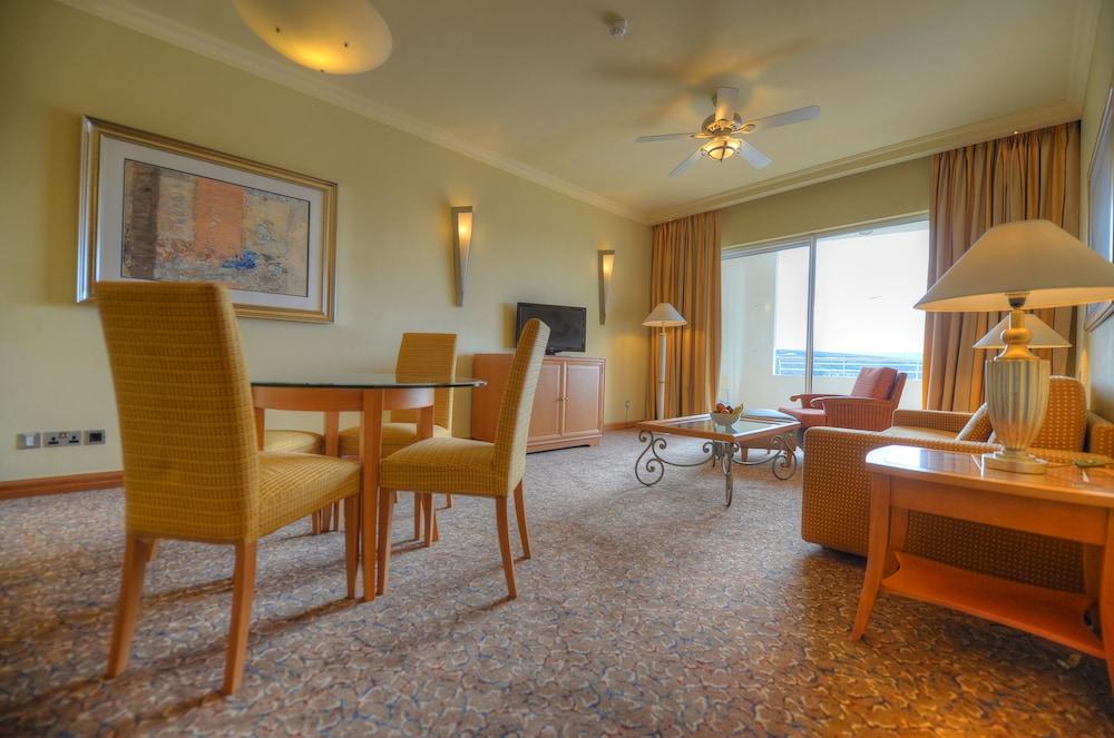 래디슨 블루 리조트 & 스파, 말타 골든 샌즈(Radisson Blu Resort & Spa, Malta Golden Sands) Hotel Image 9 - Guestroom