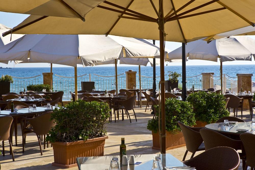 래디슨 블루 리조트 & 스파, 말타 골든 샌즈(Radisson Blu Resort & Spa, Malta Golden Sands) Hotel Image 43 - Food and Drink