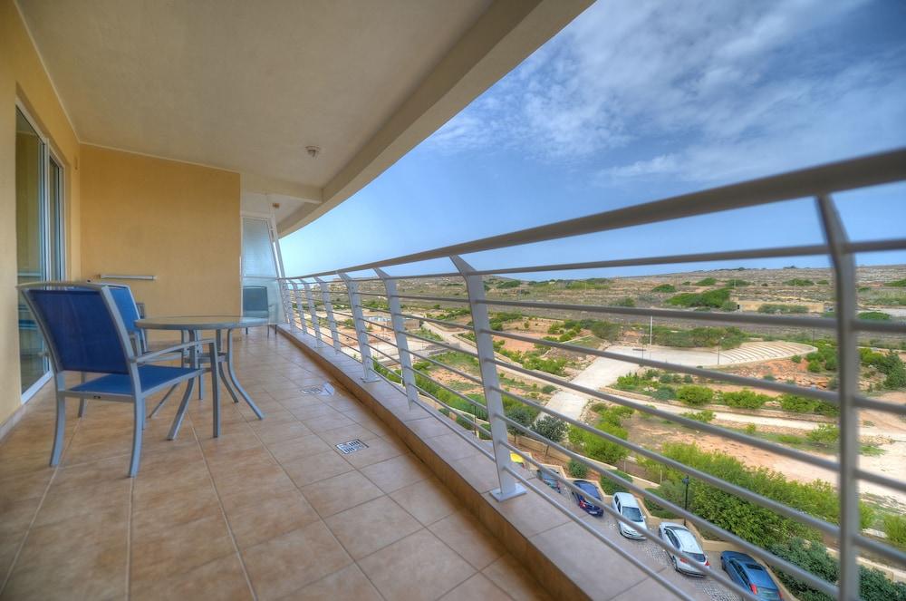 래디슨 블루 리조트 & 스파, 말타 골든 샌즈(Radisson Blu Resort & Spa, Malta Golden Sands) Hotel Image 23 - Balcony